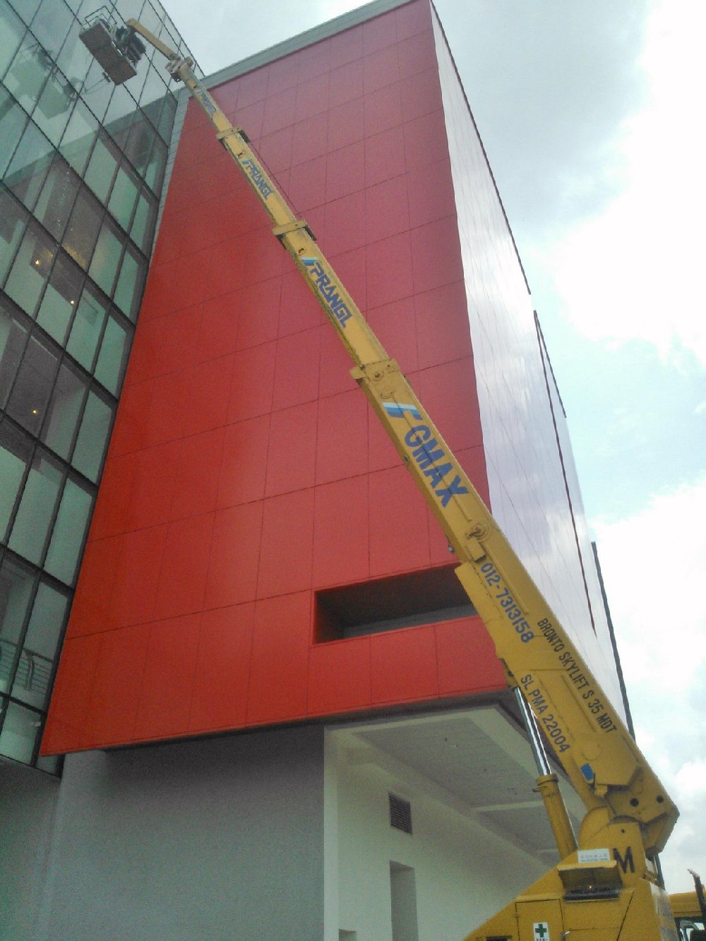 skylift work at Putri Habour - hello kitty