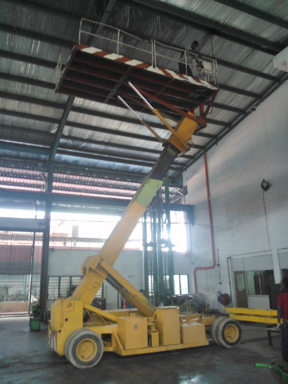 14m engine scissor lift