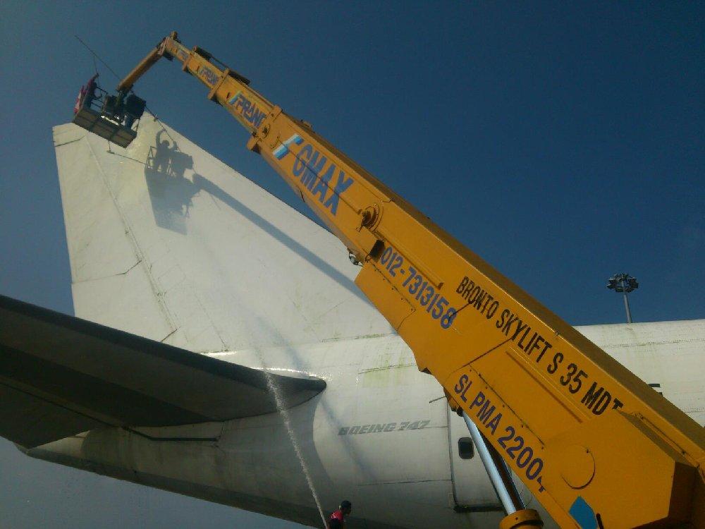 wash boeing 747 aeroplan in Malaysia