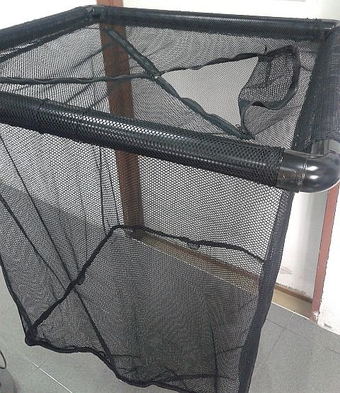 Cage net with zip