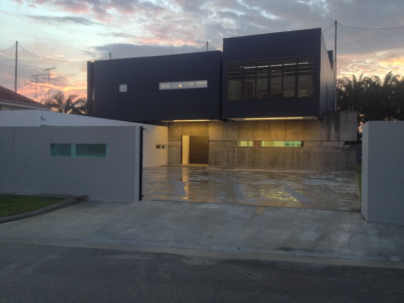 new bungalow house completed in 2013 , new modern concept