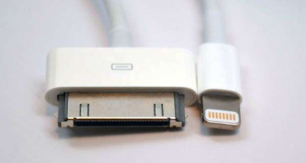 Lighting Connector vs. 30 Pin Dock Connector Head On
