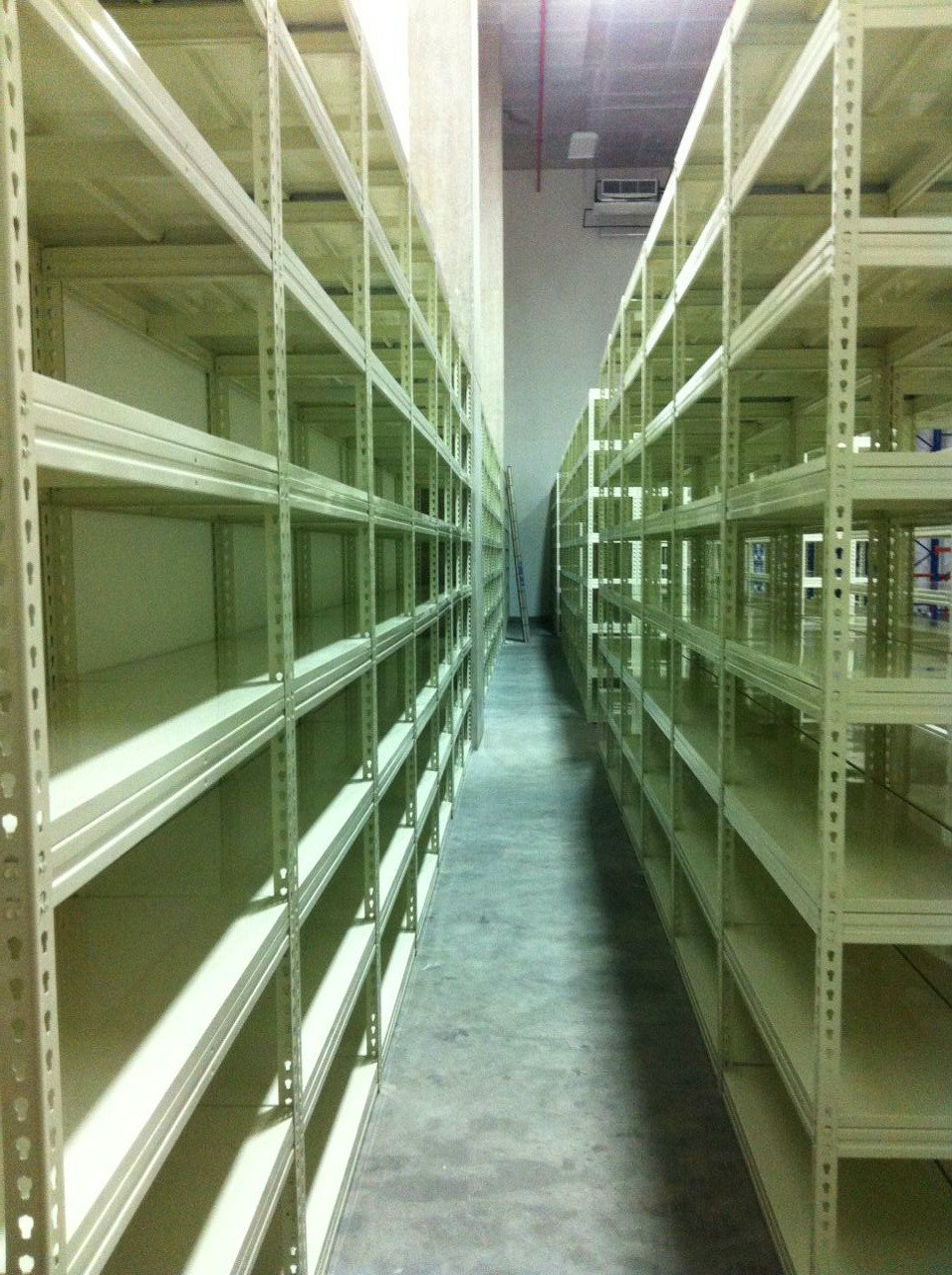 BOLTLESS RACKING SYSTEM C/W BENDING METAL SHELF