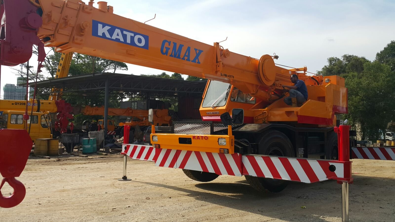 25t Rough terrain crane for rent in Johor and pengerang  and