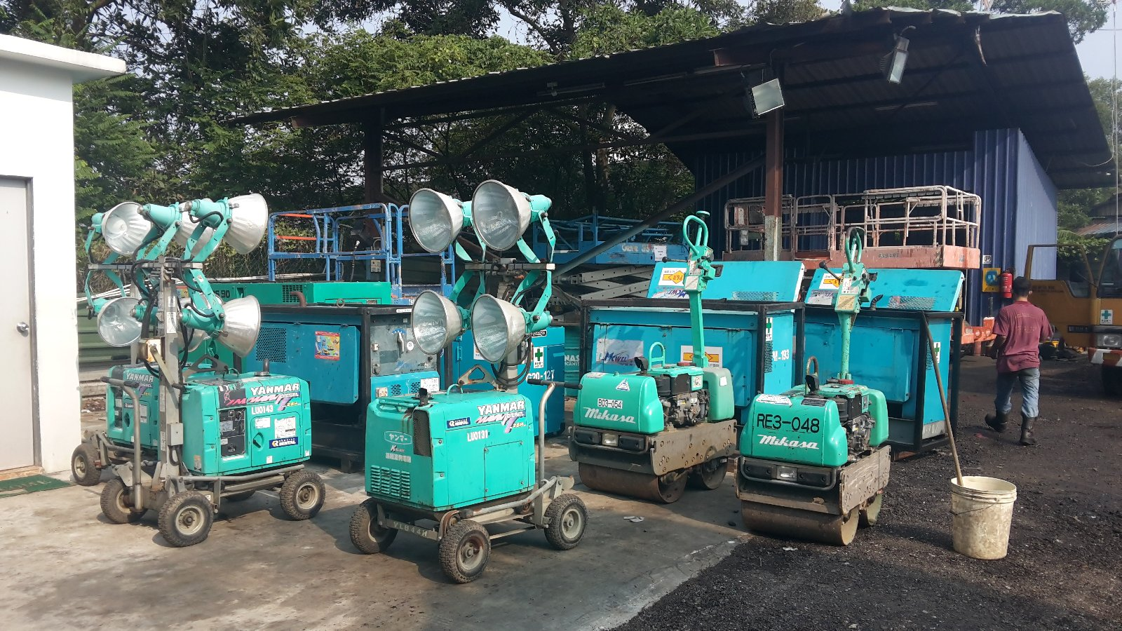 1 ton roller , Lighting tower 4x4 for sales/ rent in Johor and petronas melaka