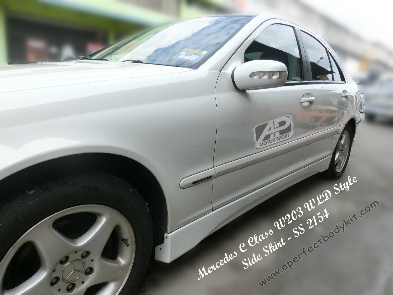 Mercedes C Class W203 WLD Style Side Skirt