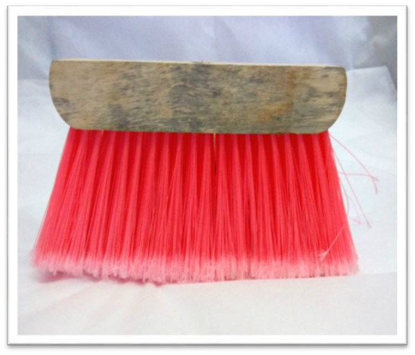 B110. 820 SMALL COLOUR BROOM