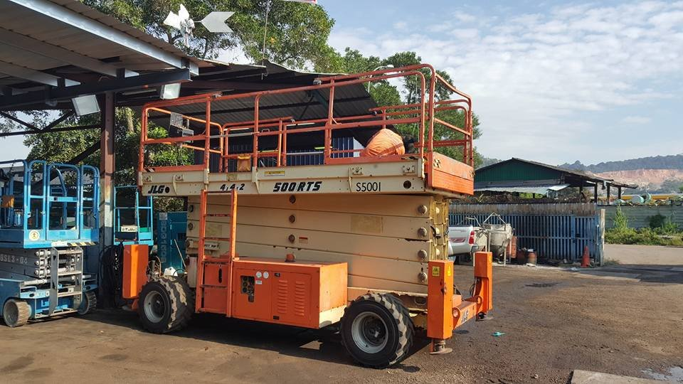 JLG 50FT (18M) DIESEL SCISSOR FOR RENT IN JOHOR BAHRU AND PENGERANG. MALAYSIA