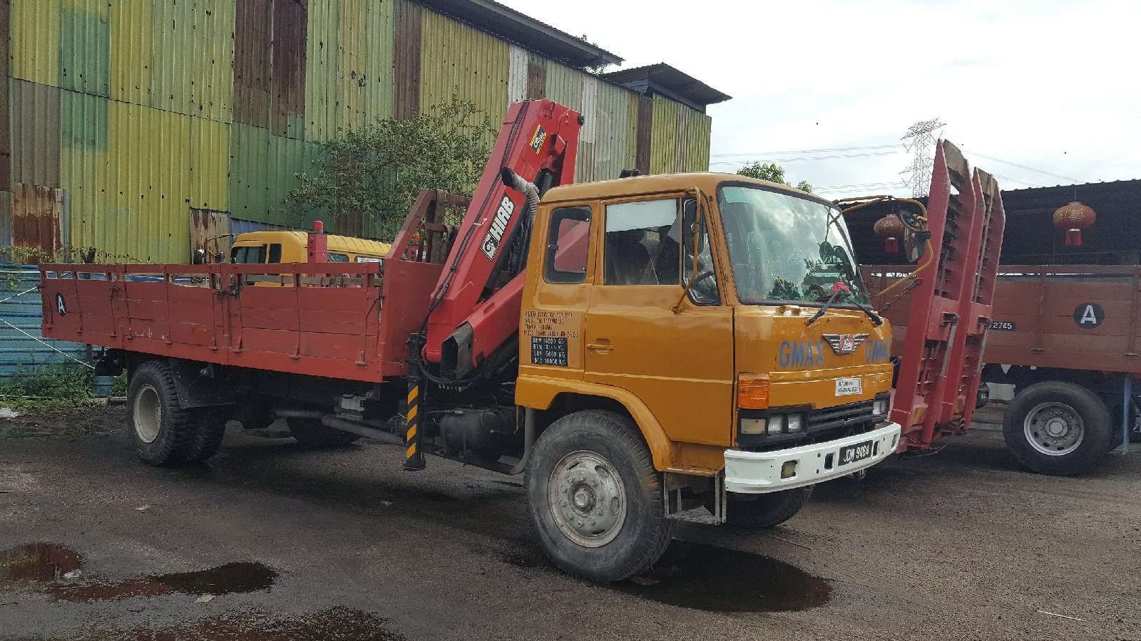 10 tons and 18 tons lorry crane for rent in johor bahru and