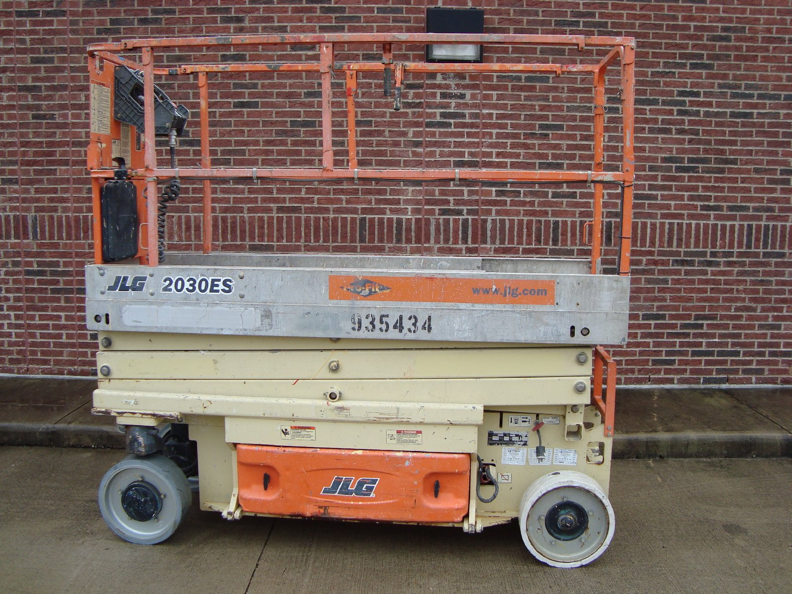 SCISSOR LIFT for rent 6m, 8m, 10m, 12m for rent in johor bah