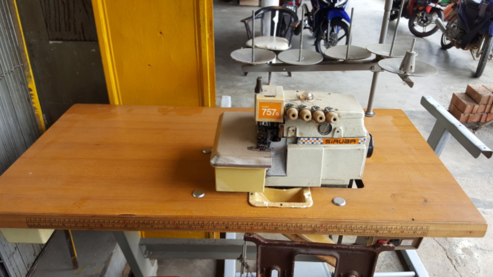 Service Siruba Overlock Sewing Machine!