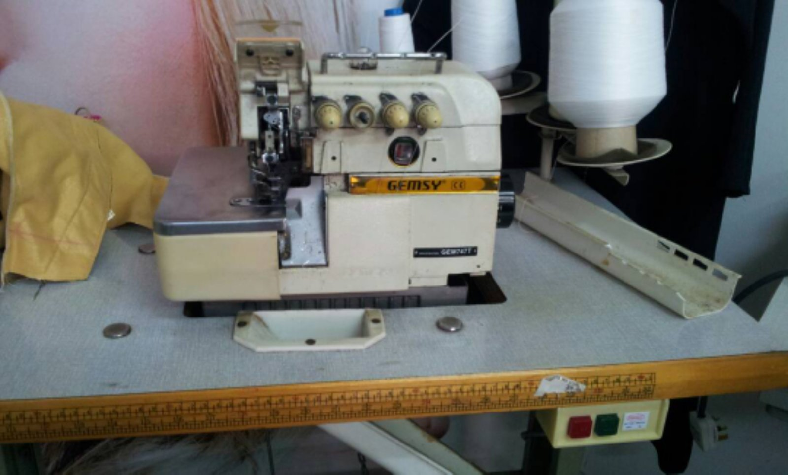 Record Overlock Sewing Machine