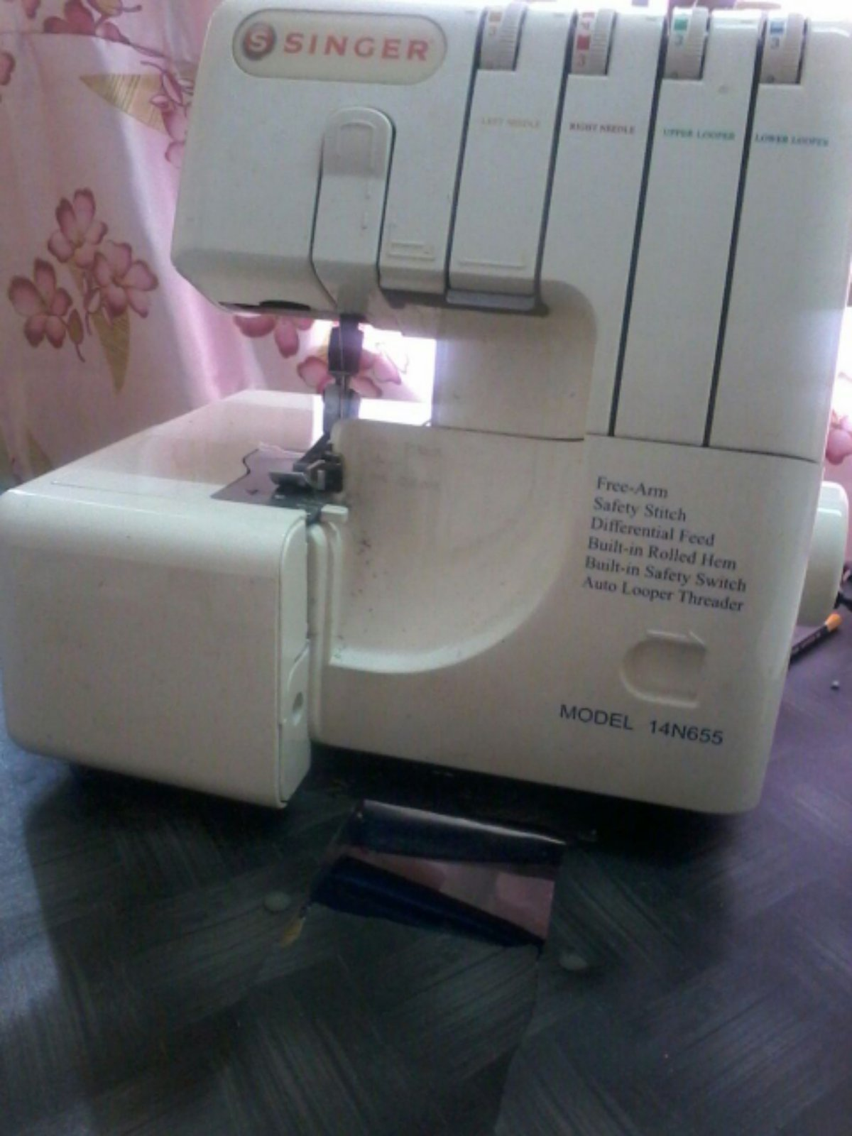 Singer Overlock Sewing Machine