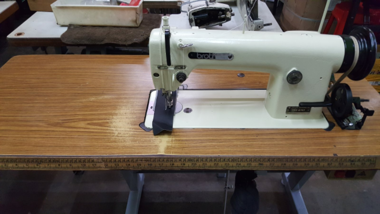 Second Hand Sewing Machine From Sewing yeas ,shoes,sofa,PVC