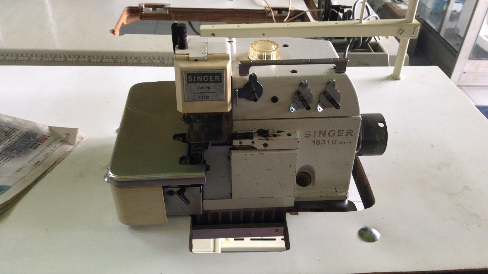 Second Hand Singer Overlock Sewing Machine