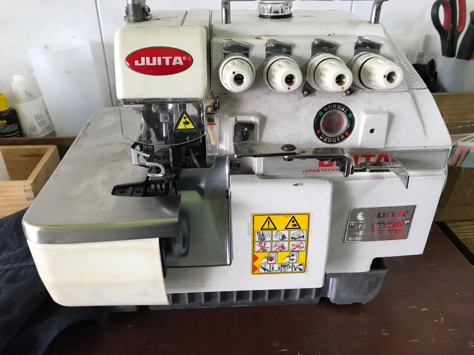 Junta Overlock Sewing Machine
