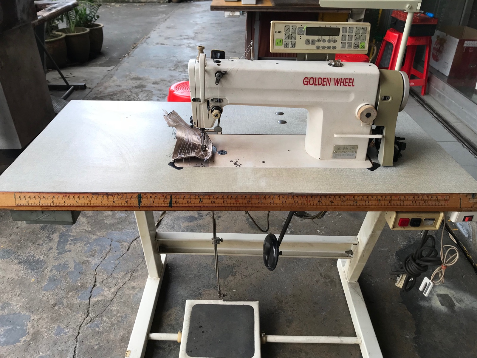 Second Hand Golden Wheel Auto Sewing Machine