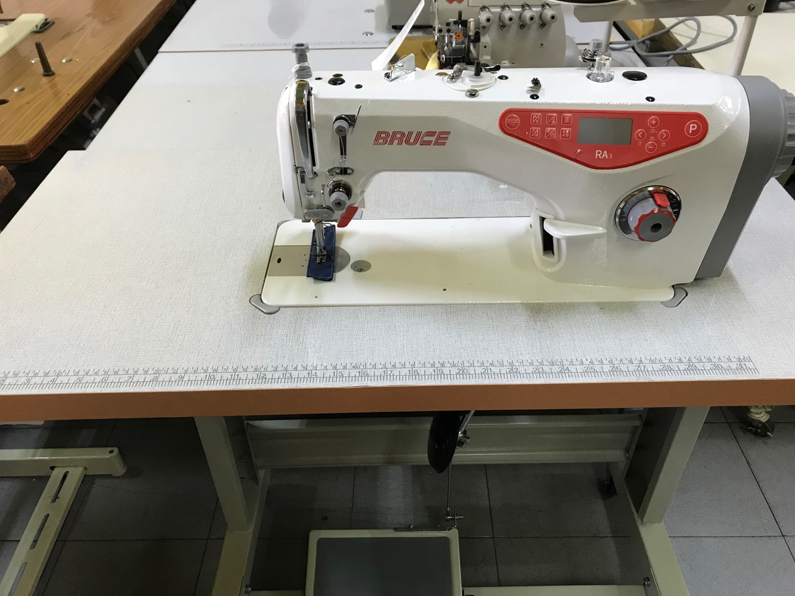 Bruce Automatik Hi Speed Sewing Machine