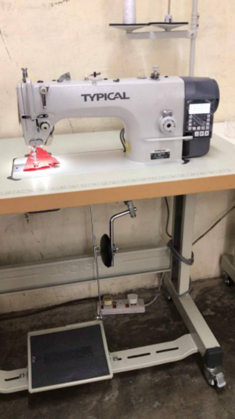 Typical Hi Speed Automatik Sewing Machine