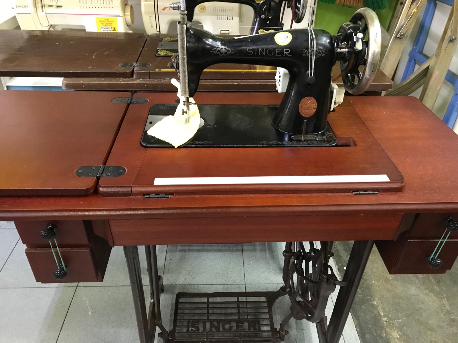 Maintenance And Assembly New Table For Singer Antique Sewing Machine