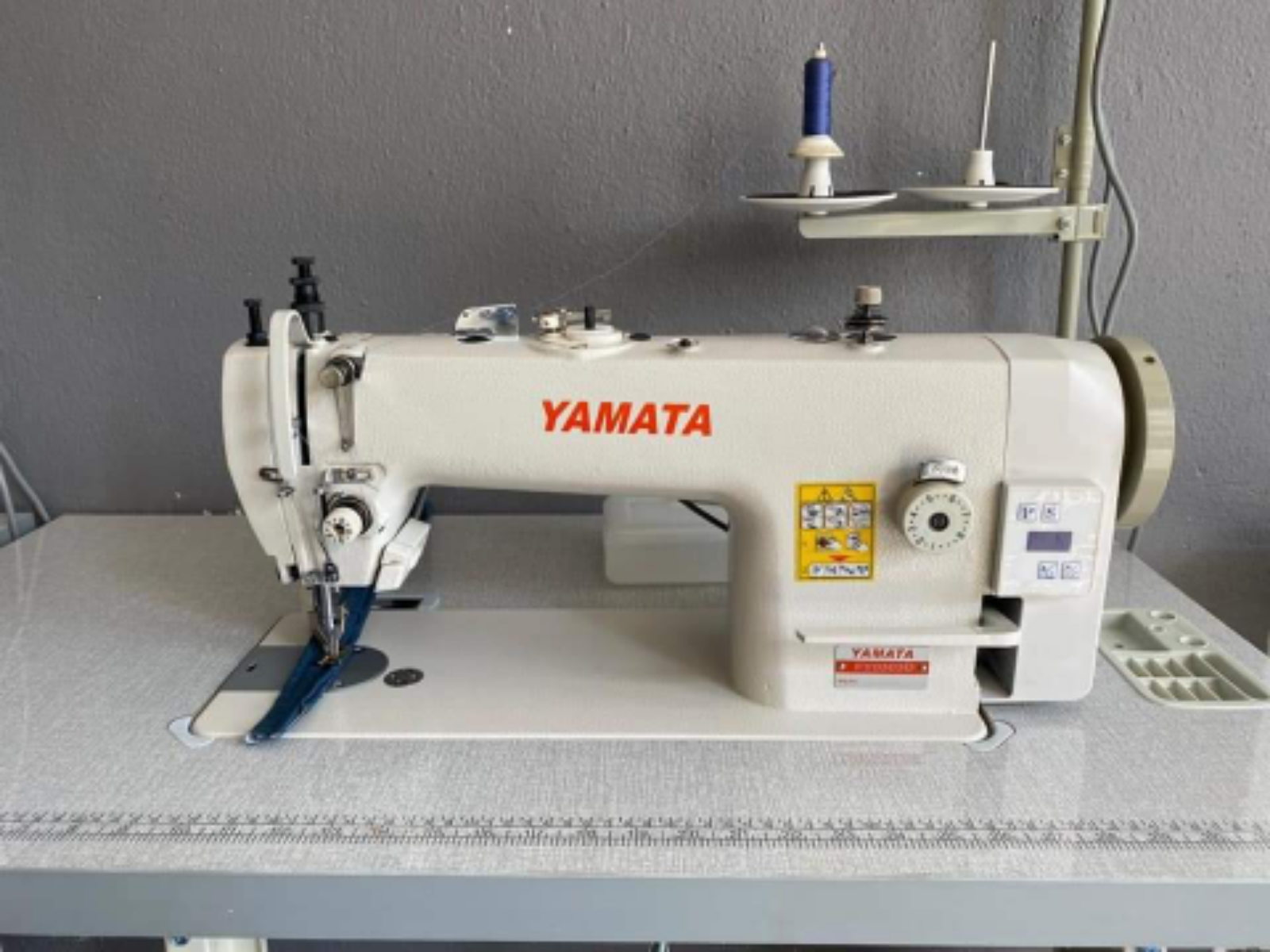 YAMATA INDUSTRIAL WORKING FOOT SEWING MACHINE