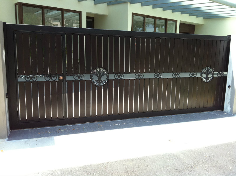 Main sliding gate chengai wood mixed iron design main for Main gate door design