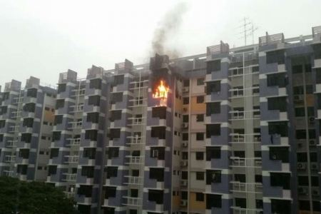 FLAT IN BEDOK NORTH ROAD ON FIRE (16/5/16)
