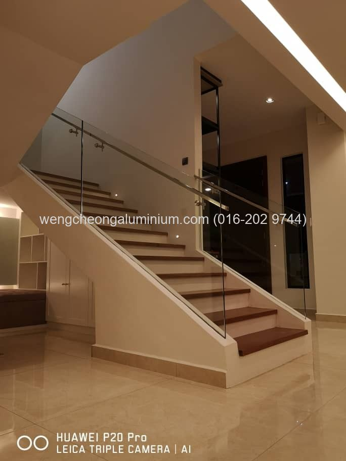 Staircase (Laminated Clear Glass)