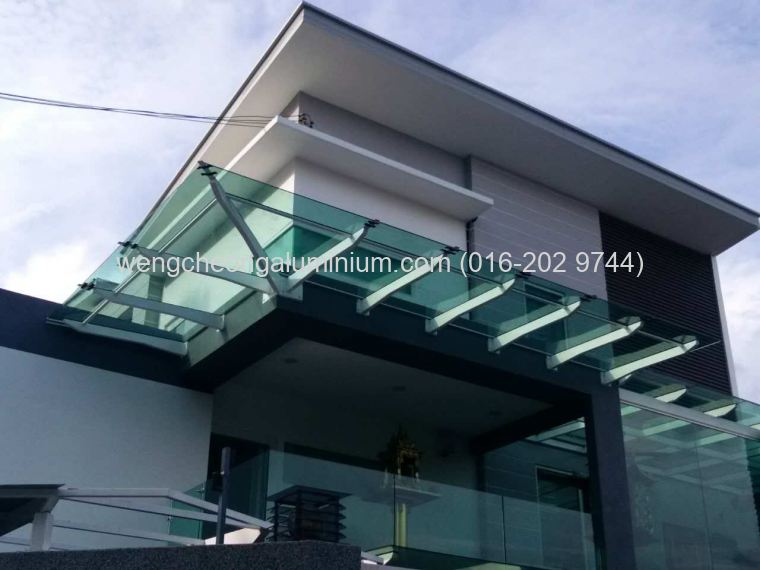 Skylight (Laminated Light Green Glass)