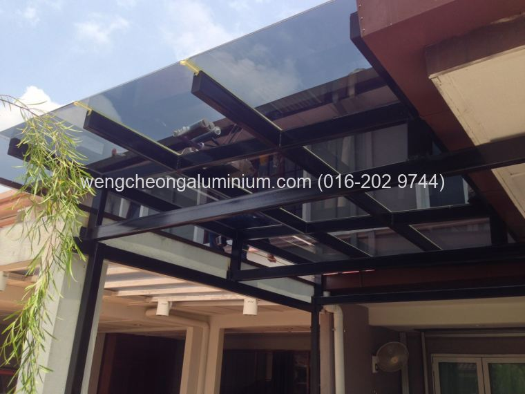 Skylight (Laminated Light Grey Glass)