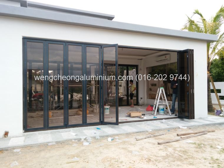 Folding Door (Bronze Glass)