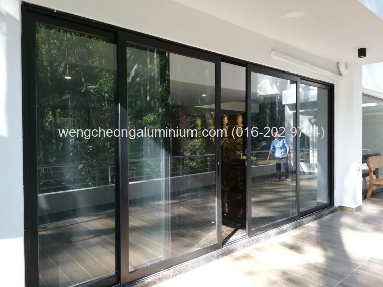 Performance Aluminium Sliding Door With Shopfront Fixed Pane