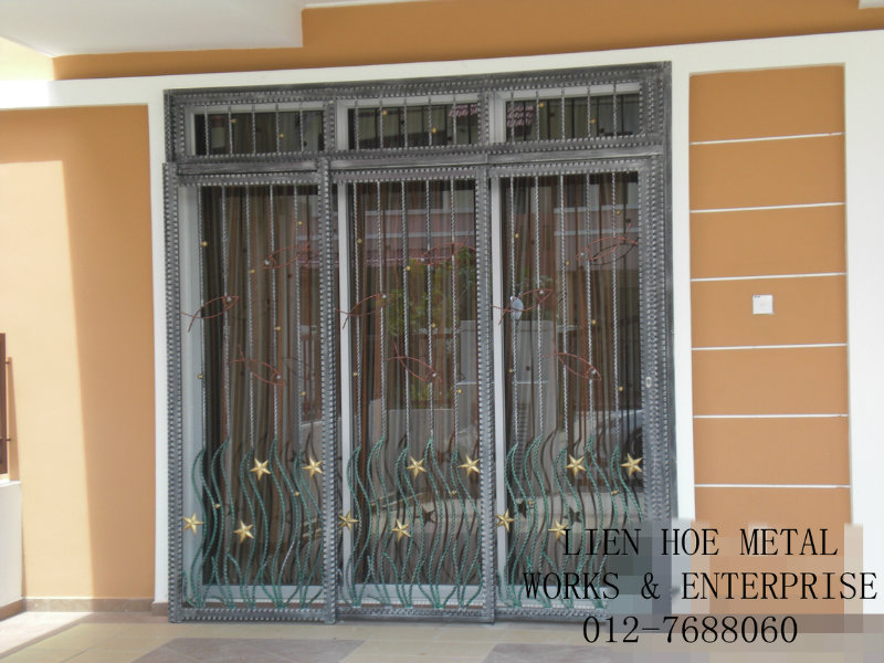 iron sliding door design  | 448 x 600