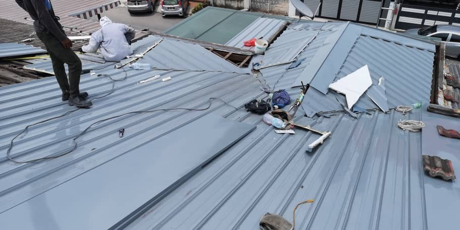 Dismantle And Install Metal Roofing