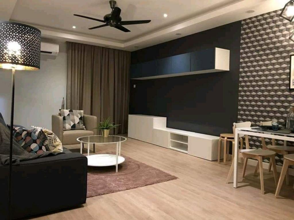 Premium Quality Laminated Flooring & Wallpaper