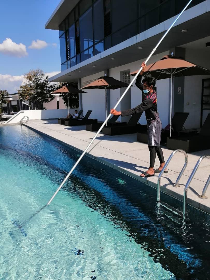 Looking for swimming pool maintenance and repair work??